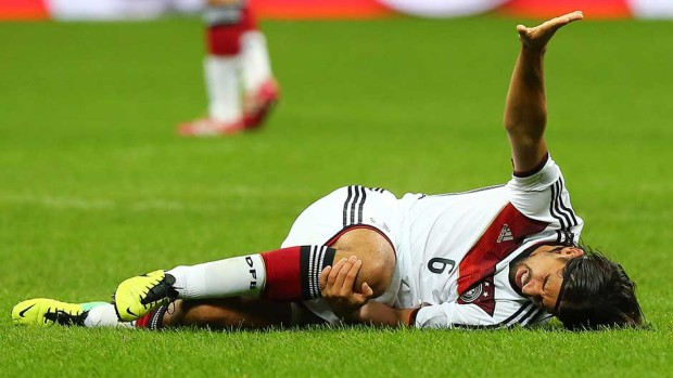 soccer world cup knee injury